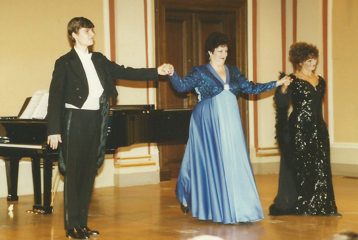 Hudebni večer (Musical Evening), Rudofinum Concert Hall, 1995 – Janice with Michael Keprt, pianist and Renee Nachtigallová, soprano