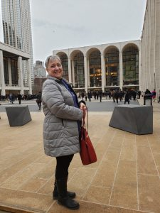 Anne in front of the Met.