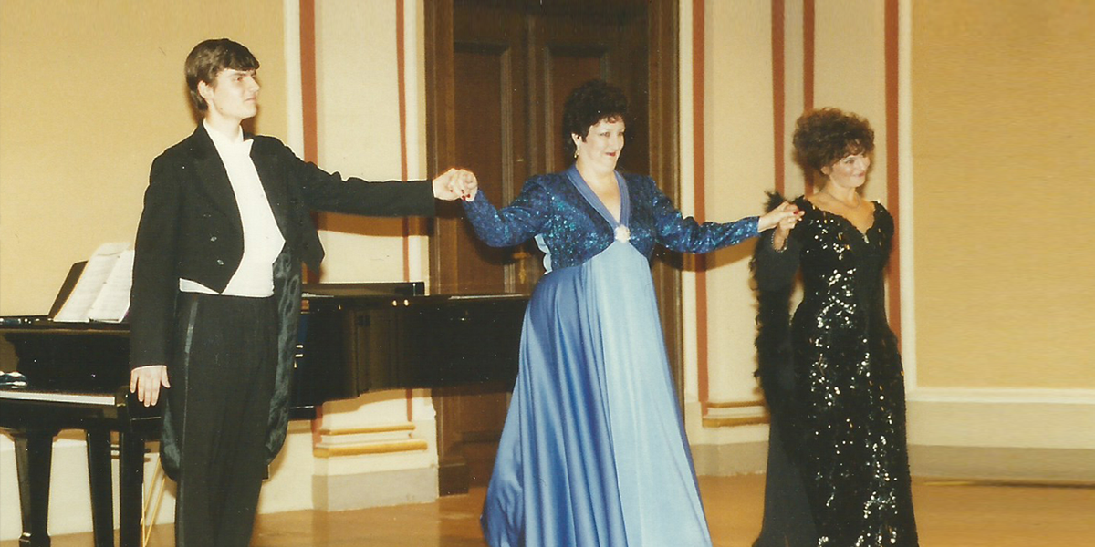 Janice Edwards Performs a Concert
